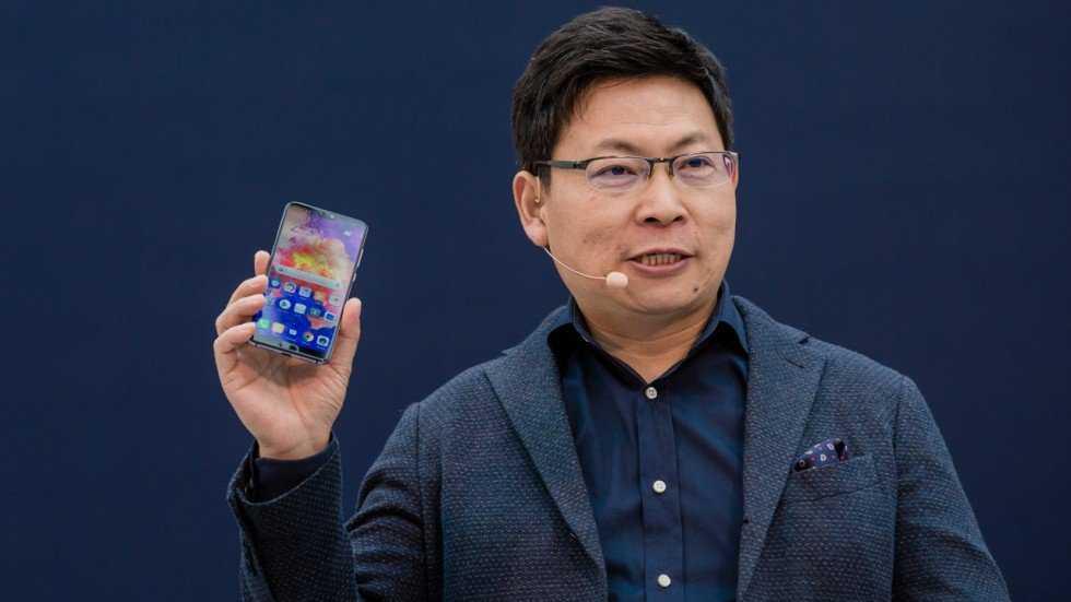Huawei отложила релиз складного смартфона mate x