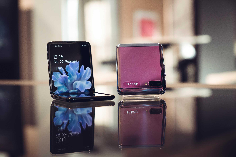 В последнее время модель Galaxy Z Flip собирает уйму внимания вокруг своей персоны И недаром ведь речь идет о новом складном смартфоне который должен был дебютировать