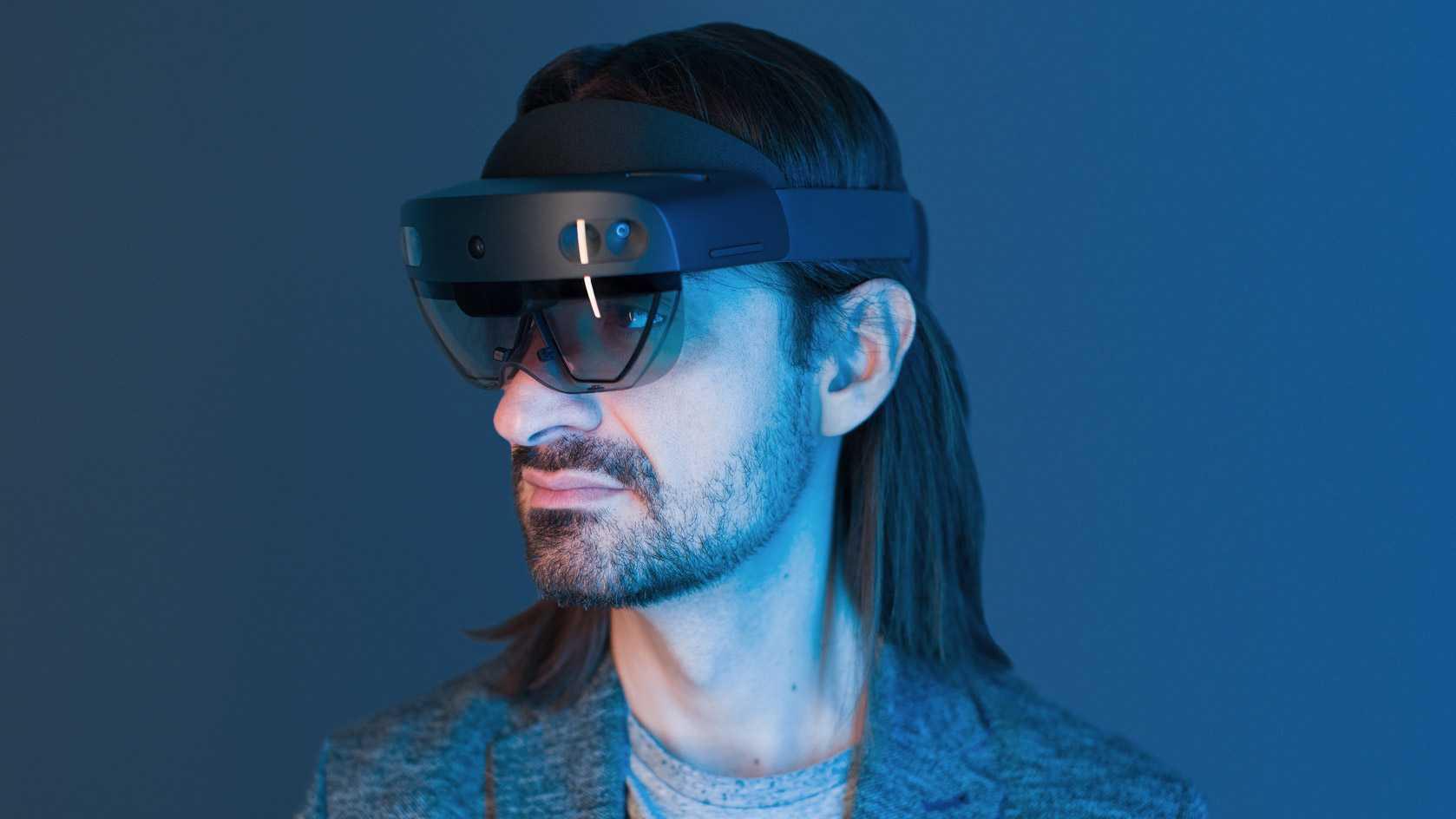 Наконец-то многообещающие очки дополненной реальности от корпорации Microsoft поступили в продажу Как и ожидалось ценник далеко не демократичный – 3500 долларов Во