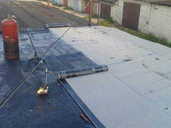 Оцените в статье полезную информацию о том чем лучше покрыть крышу на гараже Делайте выбор в пользу правильного материала