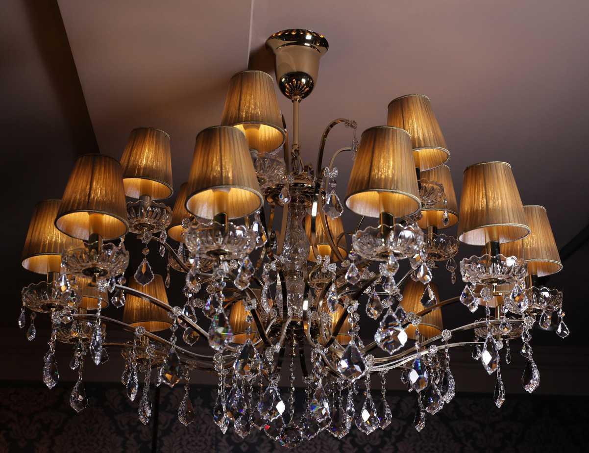 Лучшие варианты люстры в зал: критерии выбора и советы дизайнеров. 75 фото красивых и оригинальных решений