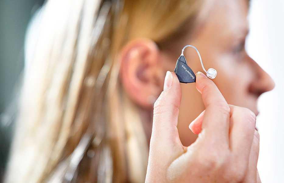 Как выбрать слуховой аппарат для пожилых людей - советы специалистов