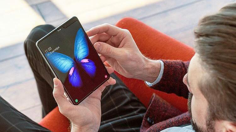 Вначале недели стартовали продажи смартфона Samsung Galaxy Fold на территории нескольких штатов США и ряда других государств Многие журналисты уже успели оценить