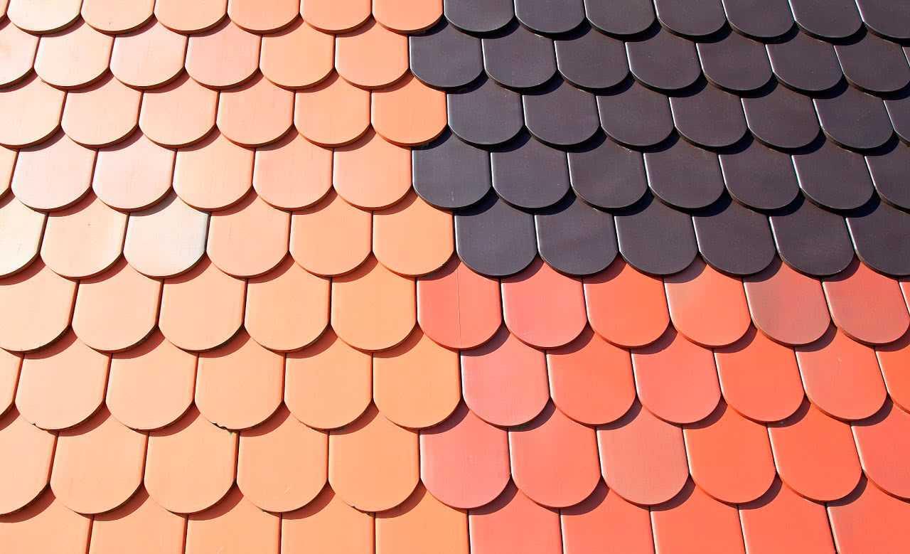 Прочитайте в статье информацию о том как правильно выбрать металлочерепицу для крыши для своего дома Все нюансы покупки к вашему вниманию
