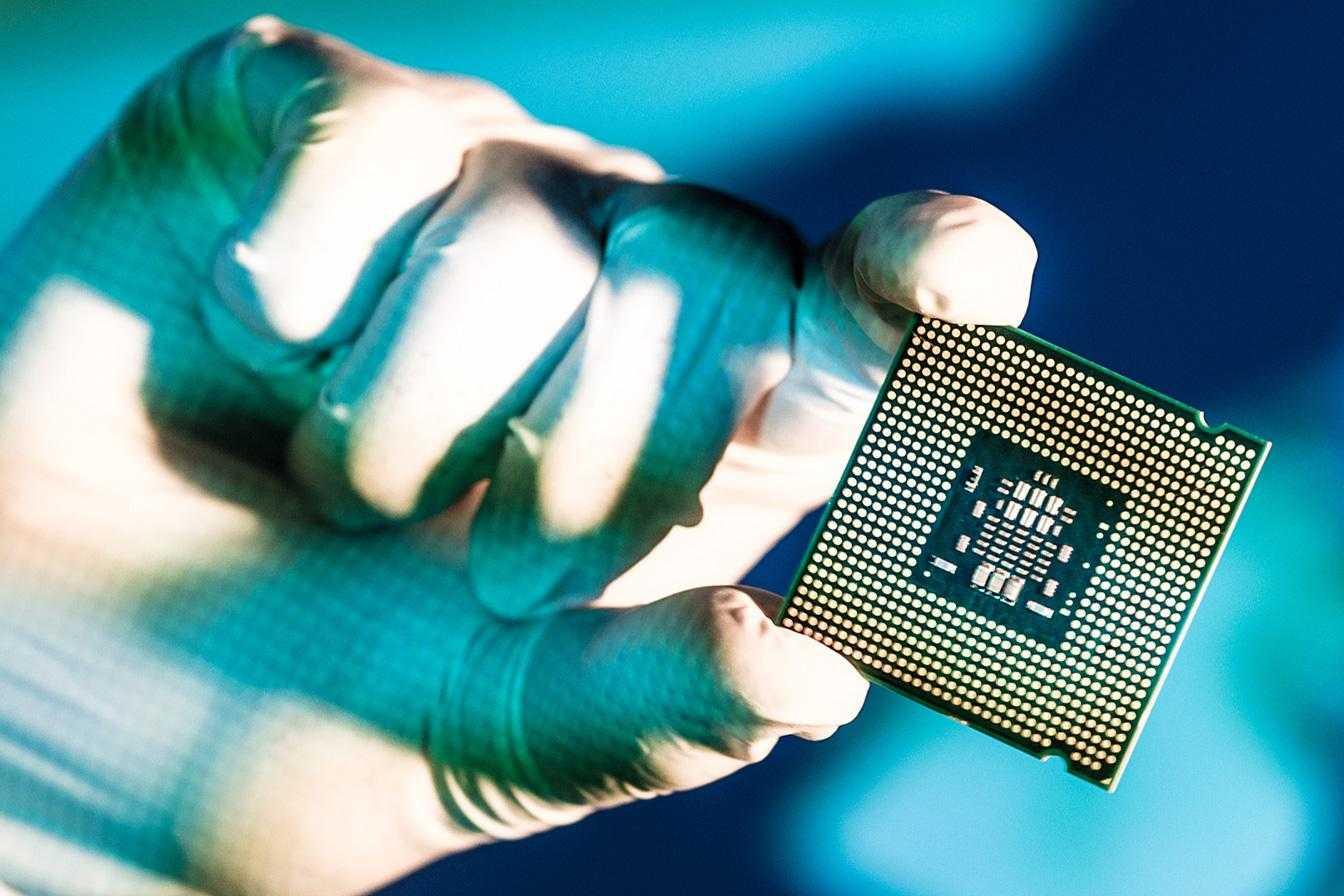 Intel представил самый мощный процессор для пк. чем ответил amd