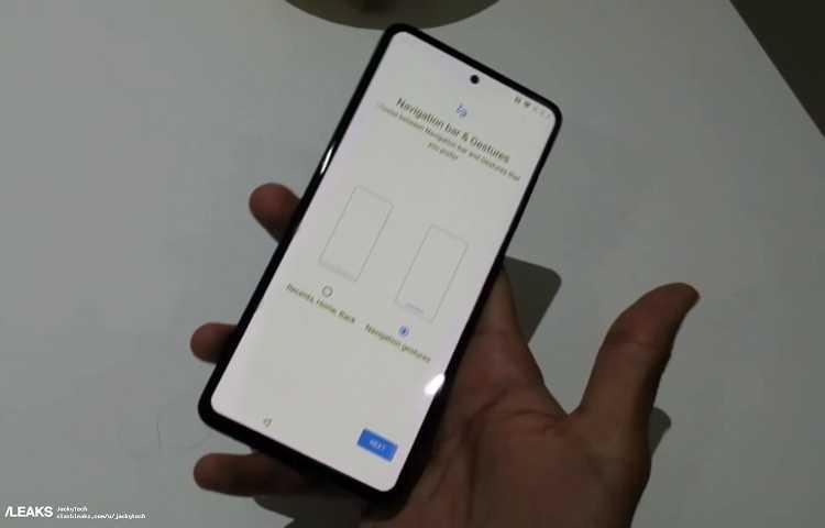 Популярное в Индии издание TrueTech анонсировало долгожданное фото многообещающего флагмана OnePlus 8 Pro которому как оговаривалось ранее приписывают революционный