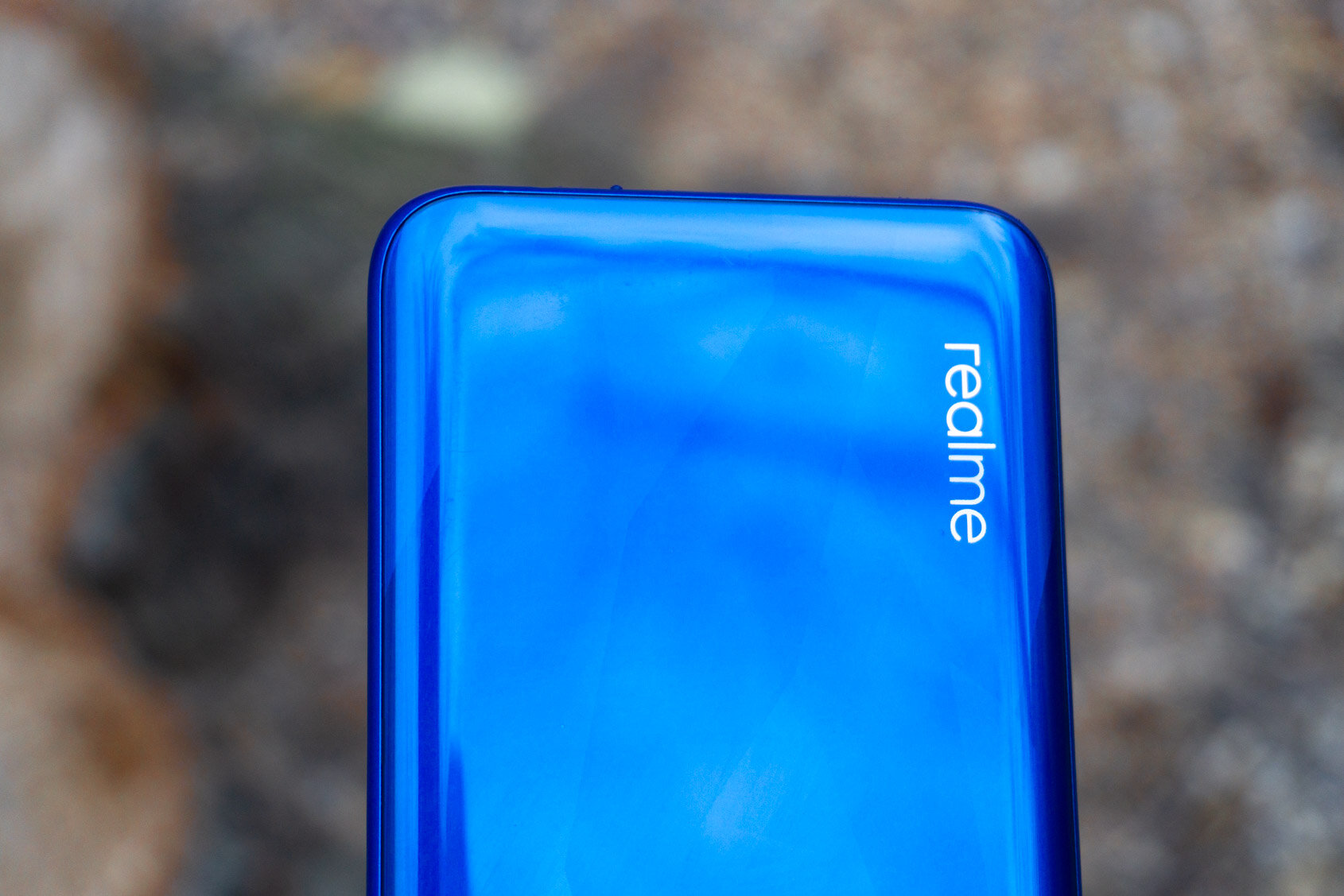Сегодня на территории Китая состоялась презентация Realme Q2 который позиционируется в качестве бюджетного смартфона Новинка имеет пластиковый корпус предлагается в