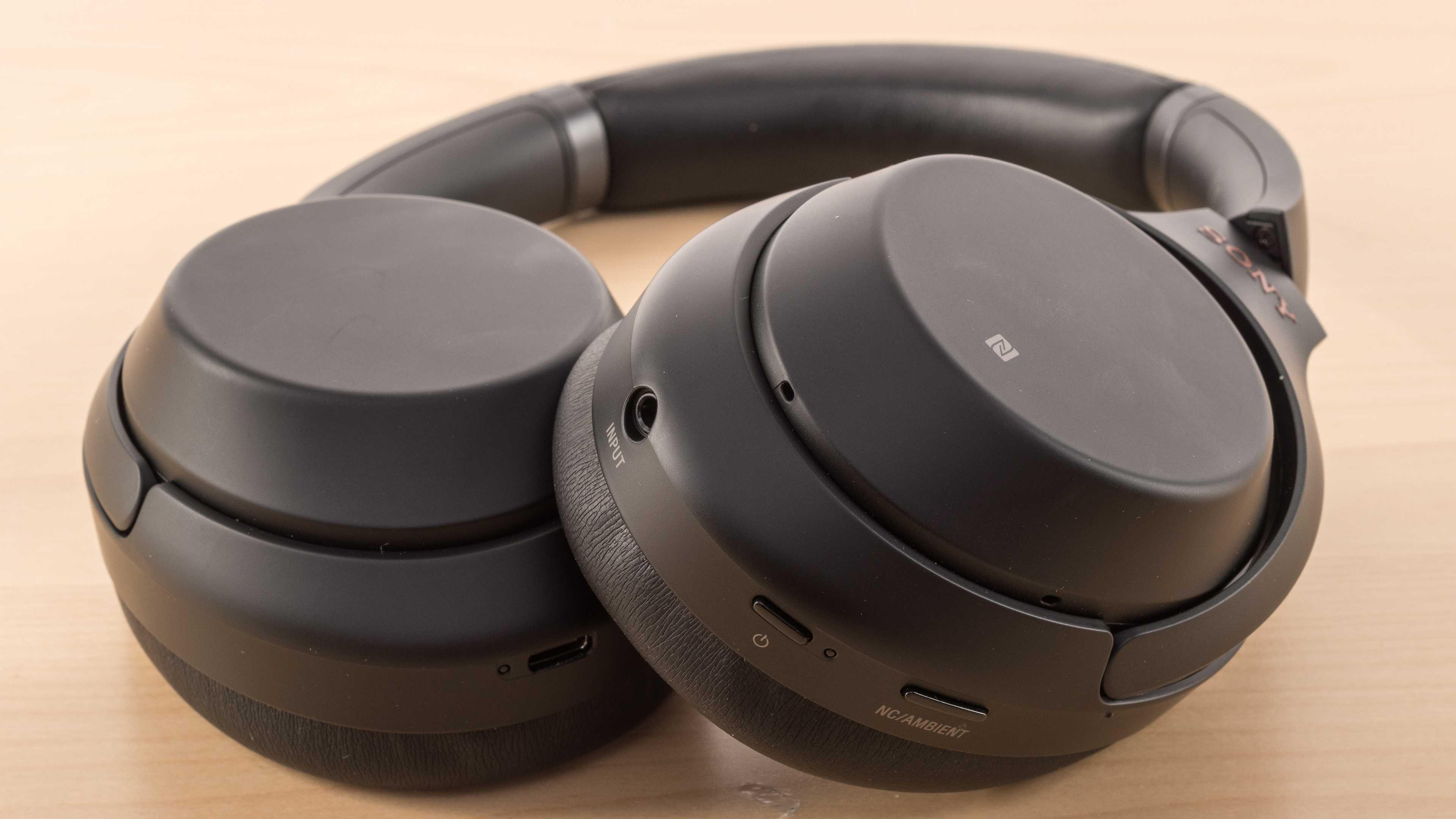 Компания Sony планирует в скором будущем порадовать поклонников своей продукции новыми наушниками серии WH-1000XM3 Речь идет о премиальном устройстве которое получил