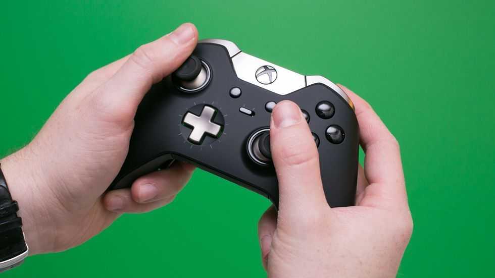 Microsoft представила новую версию геймпада xbox в синем цвете и обновленный съемный аккумулятор к нему ► последние новости