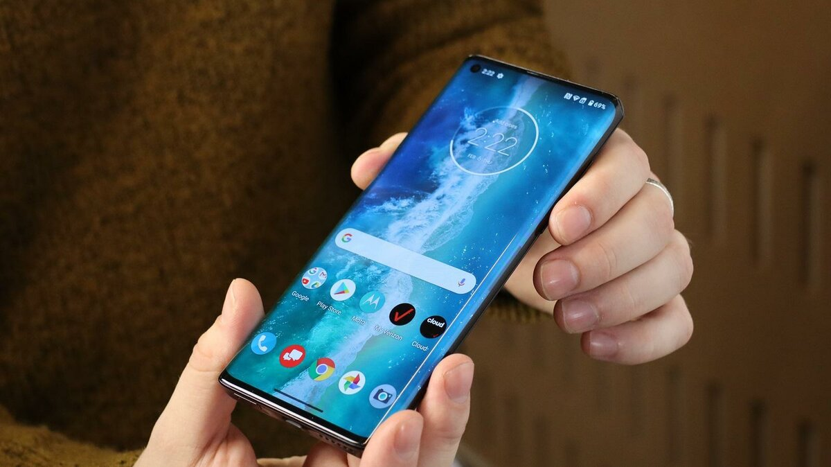 Уже неоднократно сообщалось что компания Motorola планирует вернуться в премиальный сегмент смартфонов Руководство бренда уже поделилось сведениями относительно того