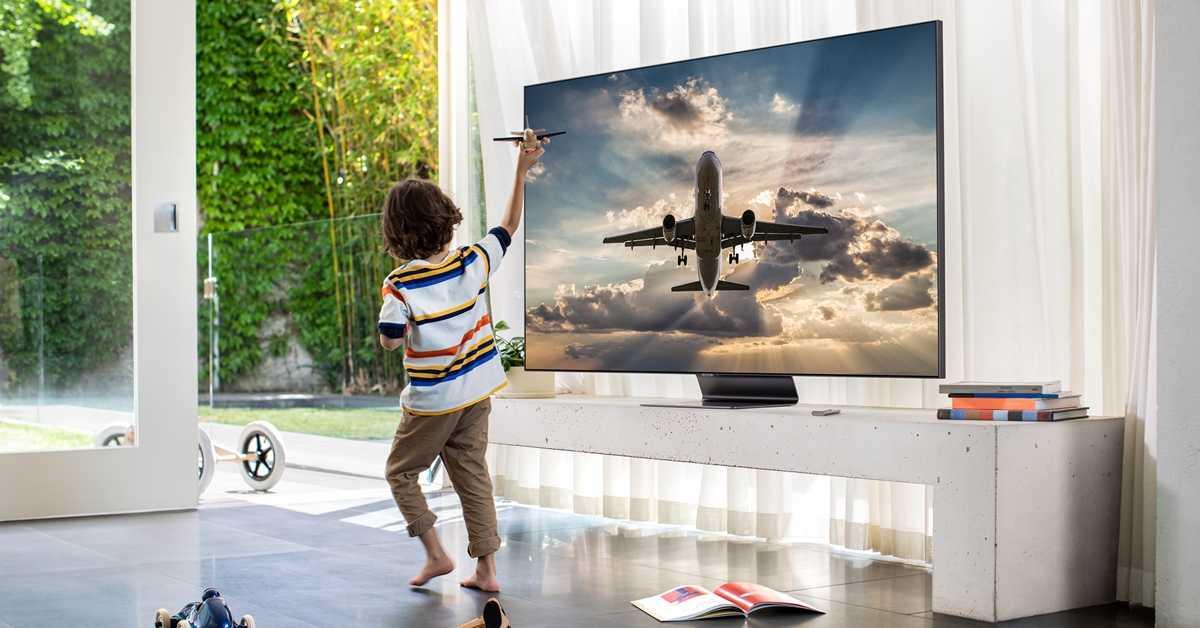 Samsung первым в мире выводит на рынок вертикальный телевизор для интернет-контента. видео - cnews