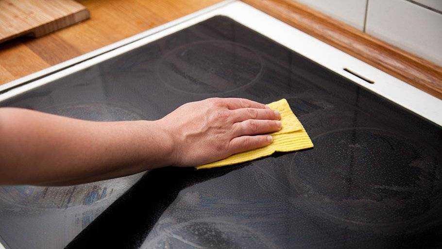 Как и чем чистить стеклокерамическую поверхность плиты от нагара, жира и грязи