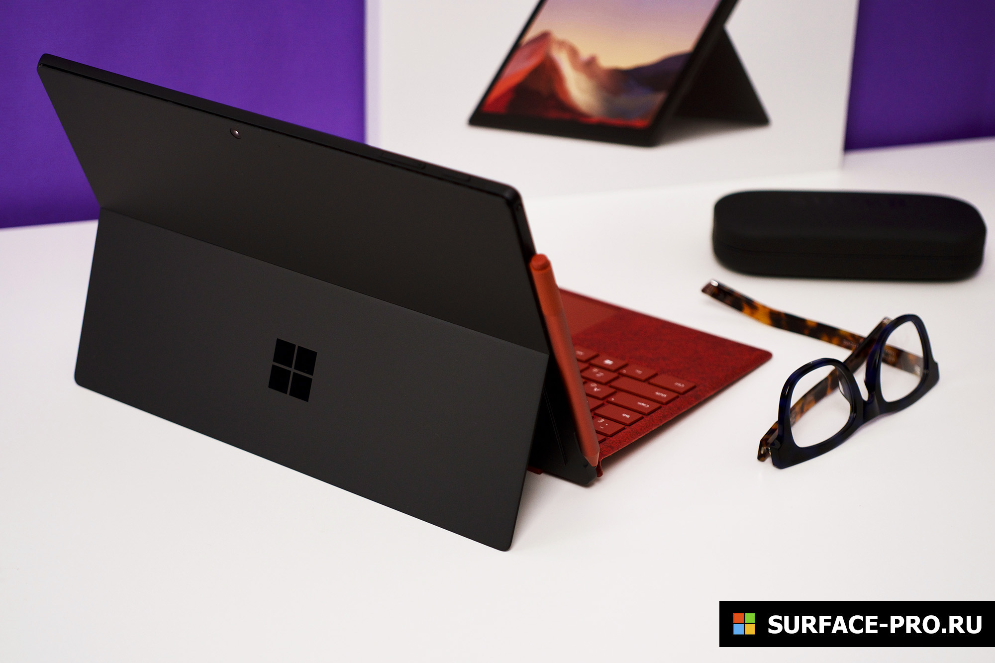 Два планшета и наушники: microsoft представила сразу несколько крутых новинок