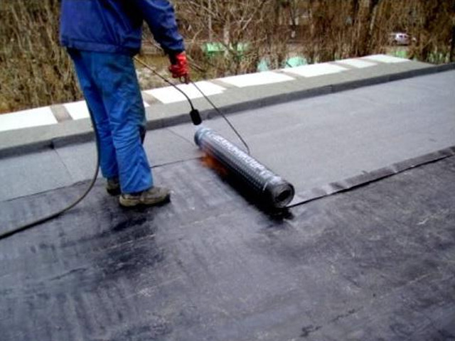 Чем лучше покрыть крышу вашего гаража?