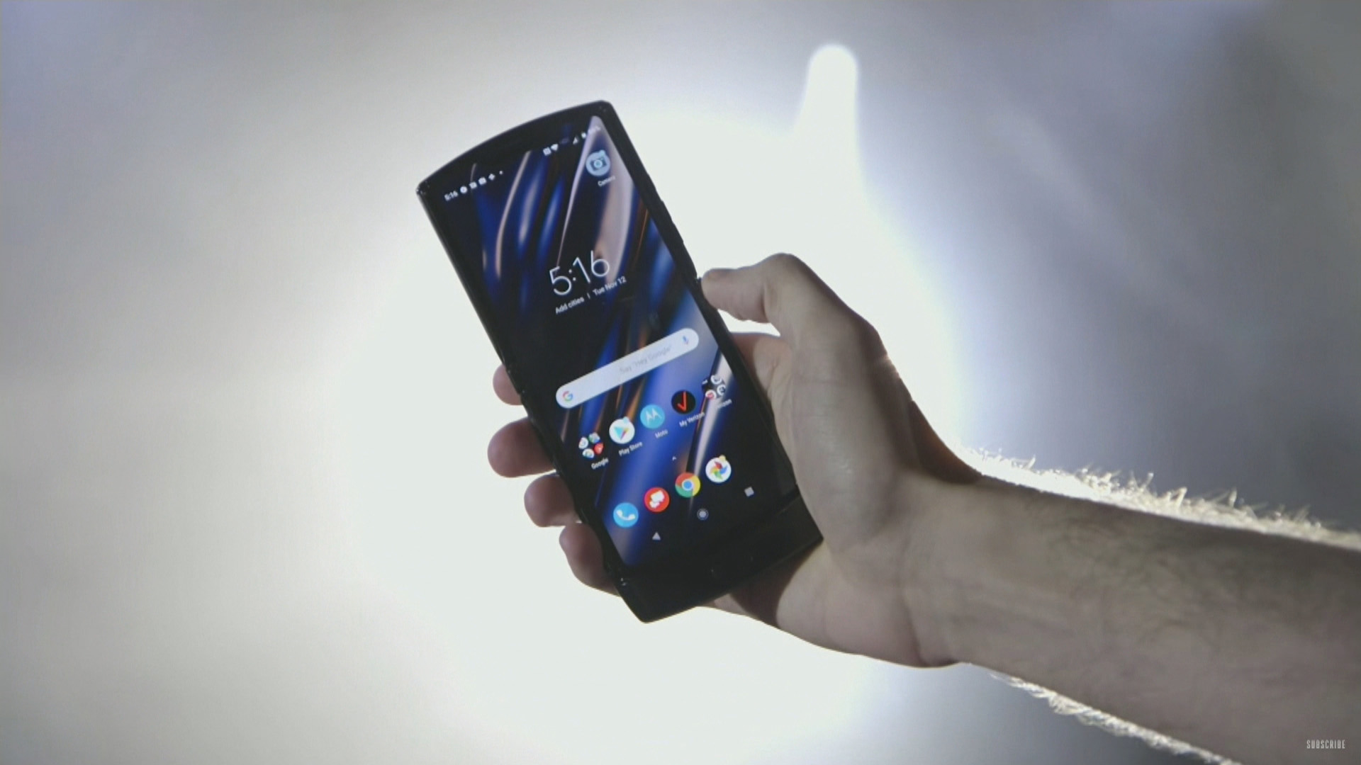 В этом месяце компания Motorola планирует анонсировать свой долгожданный смартфон-раскладушку с гибким экраном Как выяснилось не только она Дело в том что конкурента