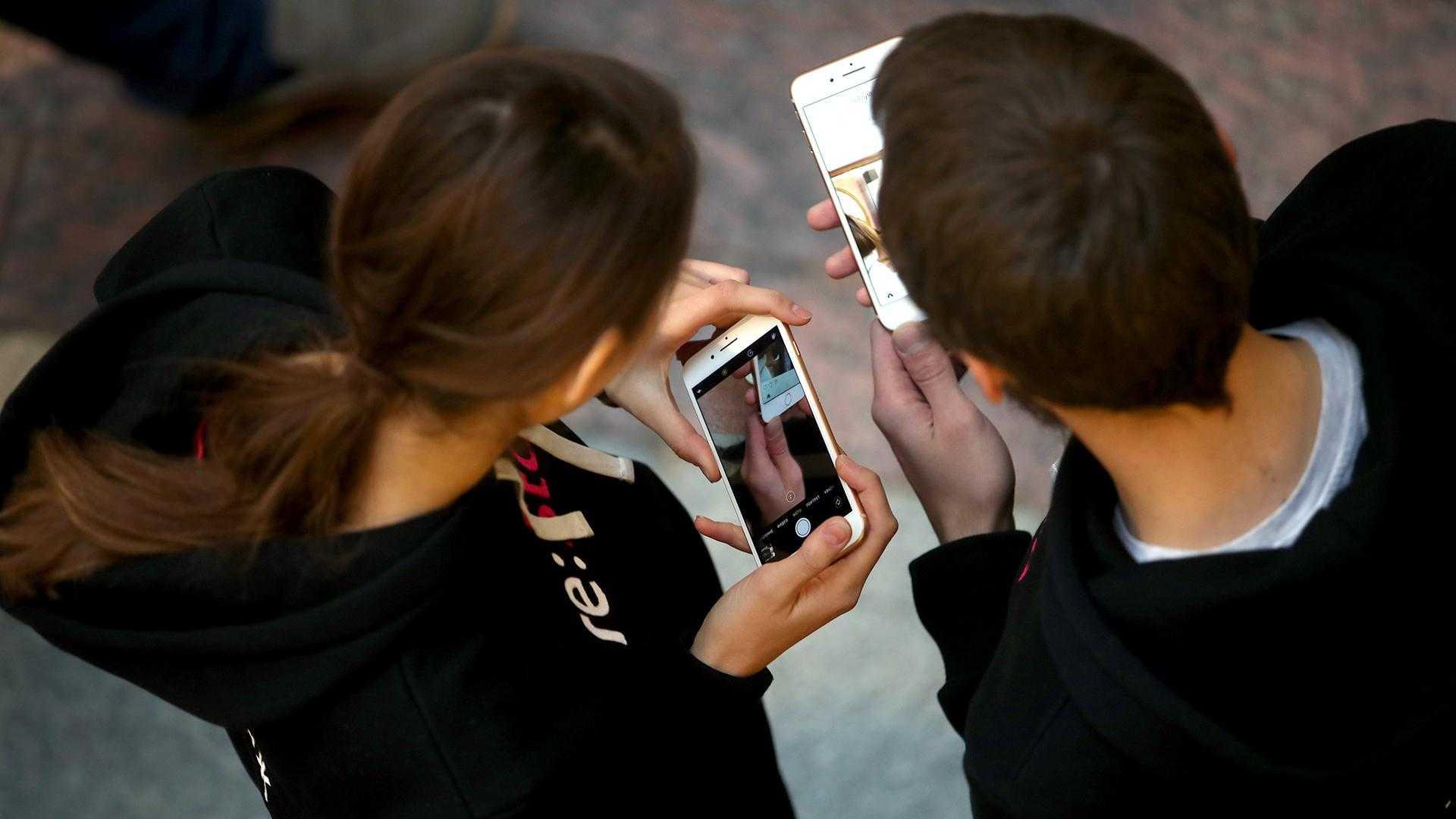 Новые смартфоны компании Huawei включая P30 и P30 Pro после старта побили рекорды продаж В Украине например первая партия была распродана за 10 секунд За