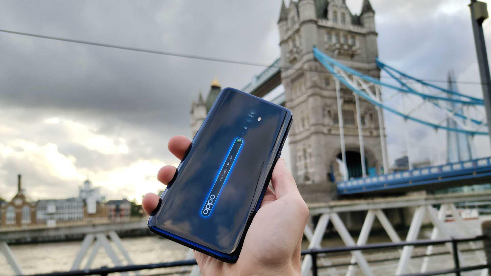 Не успела компания Samsung удивить общественность новым смартфоном Galaxy A80 с выдвижной вращающейся камерой как Asus уже готовит свой ответ По всей видимости
