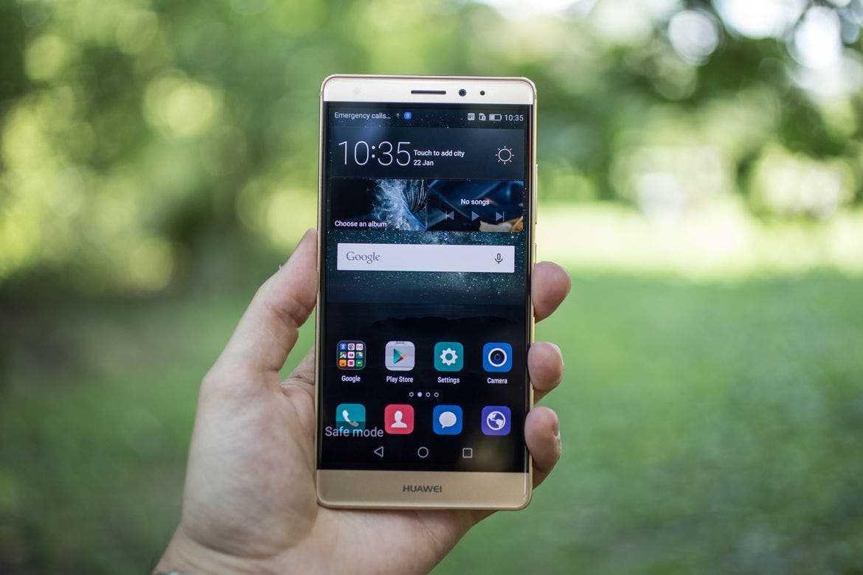 Новый удар по huawei. компания не сможет выпускать смартфоны с microsd - cnews