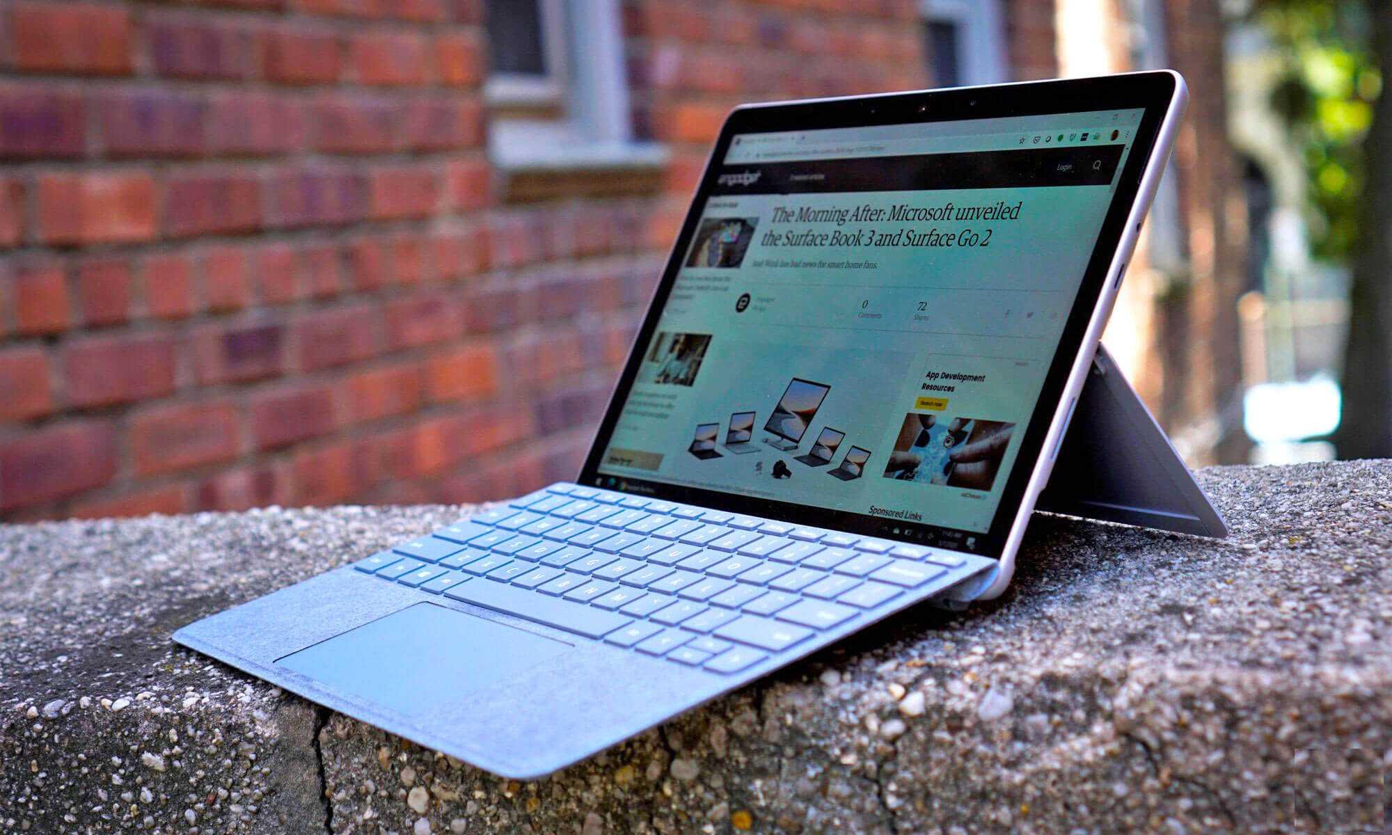 Microsoft выпустила «убийцу» macbook air и «похоронила» свой ноутбук будущего. видео
