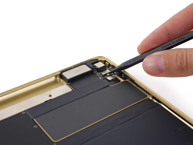Эксперты iFixit наконец-то добрались до нового iPad Pro и не упустили возможность разобрать флагманский планшет Съемки осуществлялись дома у одного из сотрудников