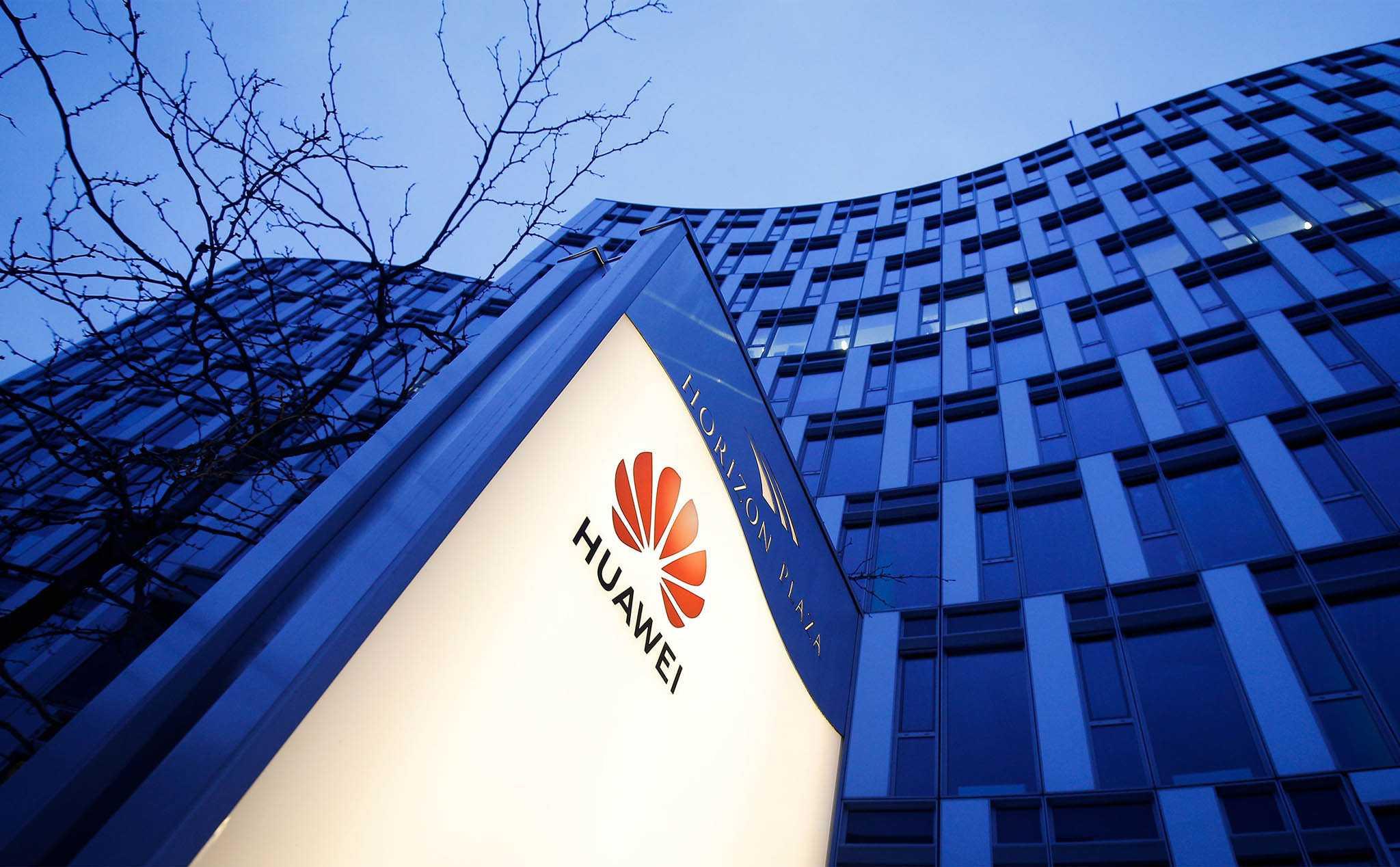 По официальным данным компания Huawei в первом квартире 2021 года не только сохранила позиции лидера по продажам смартфонов России но и увеличила прибыль Рассматривая