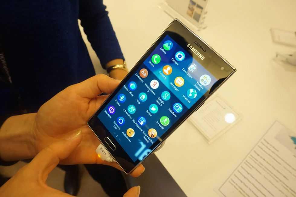 Наконец-то компания Nubia сообщила о старте продаж нового девайса под названием Alphaна территории Китая Это необычное устройство было представлено в рамках выставки