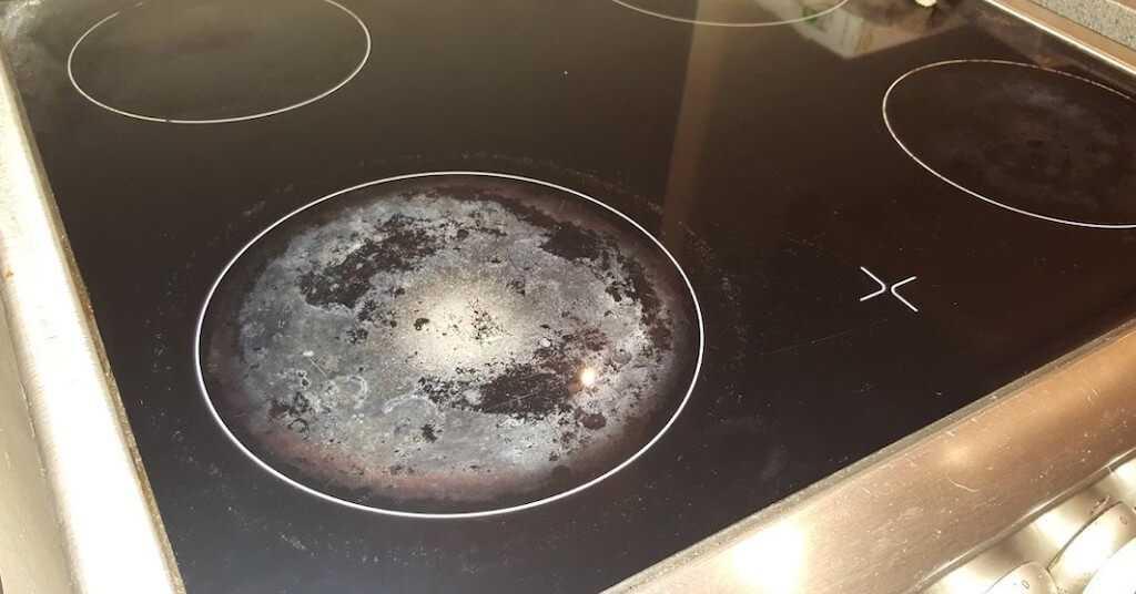 Лучшие способы отмыть плиту от нагара и жира: обзор механических, подручных, народных вариантов, химических средств и специализированных покупных жироудалителей