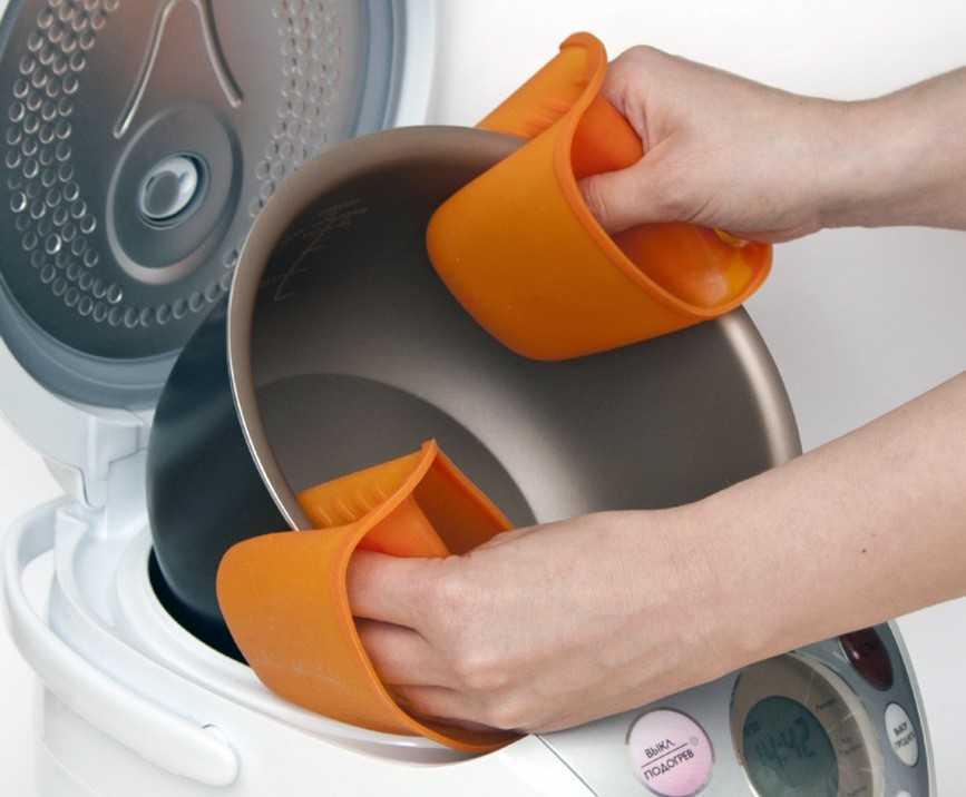 Можно ли мыть мультиварку под краном полностью: что делать при сильном загрязнении?