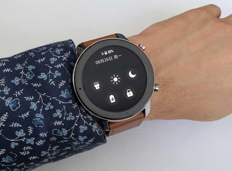 Компания Xiaomi перед новогодними праздниками анонсировала умные часы получившие название Watch Color Речь идет о девайсе премиального сегмента с шикарными