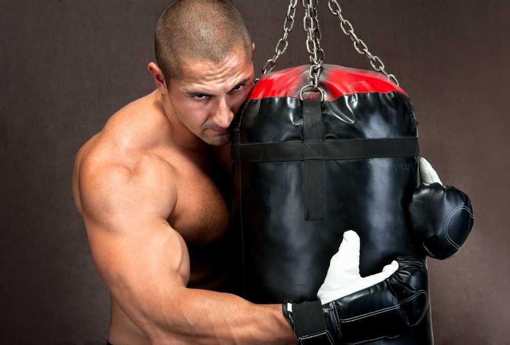 Особенности подбора боксерской груши для дома по росту и весу