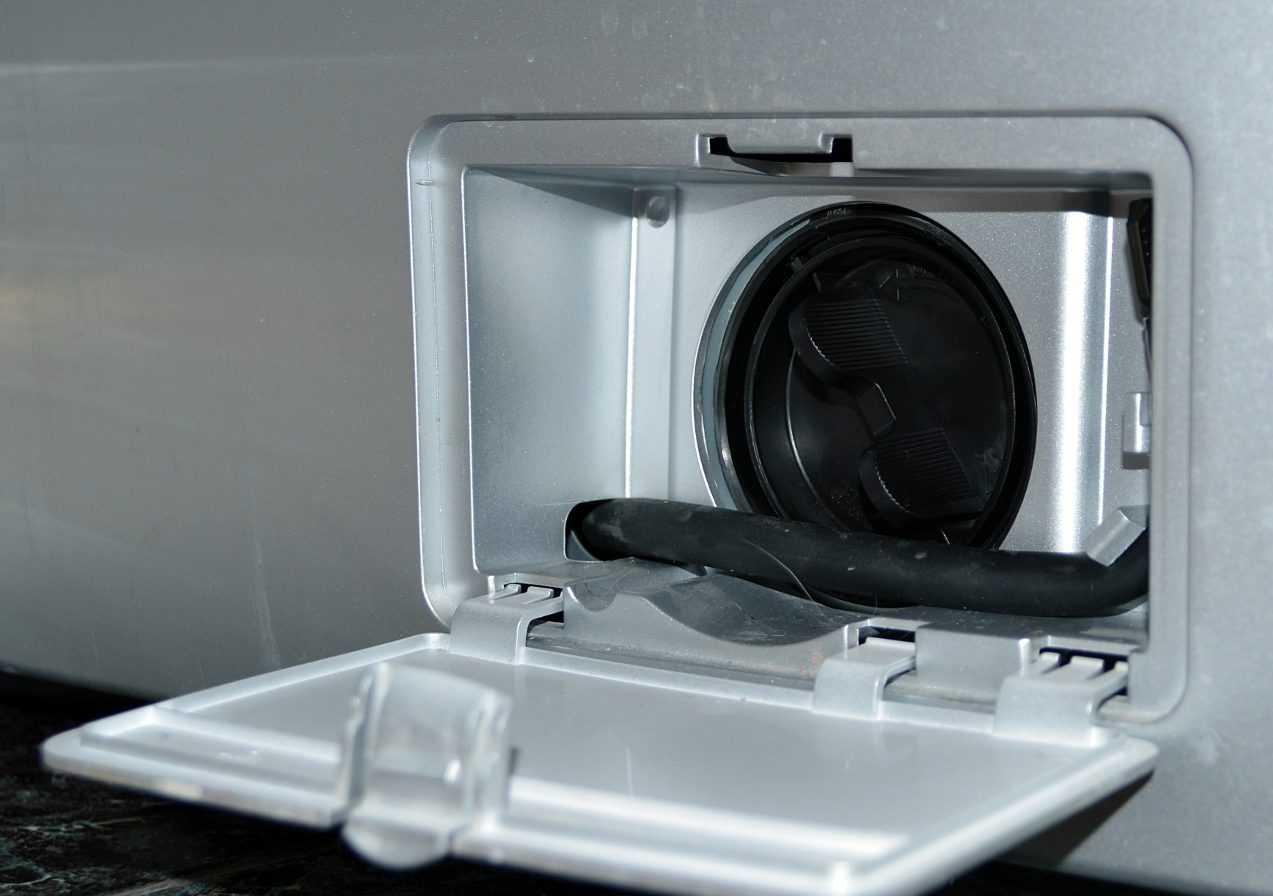 Как открутить фильтр в стиральной машине, если он не выкручивается: способы решения проблемы и профилактика ее появления