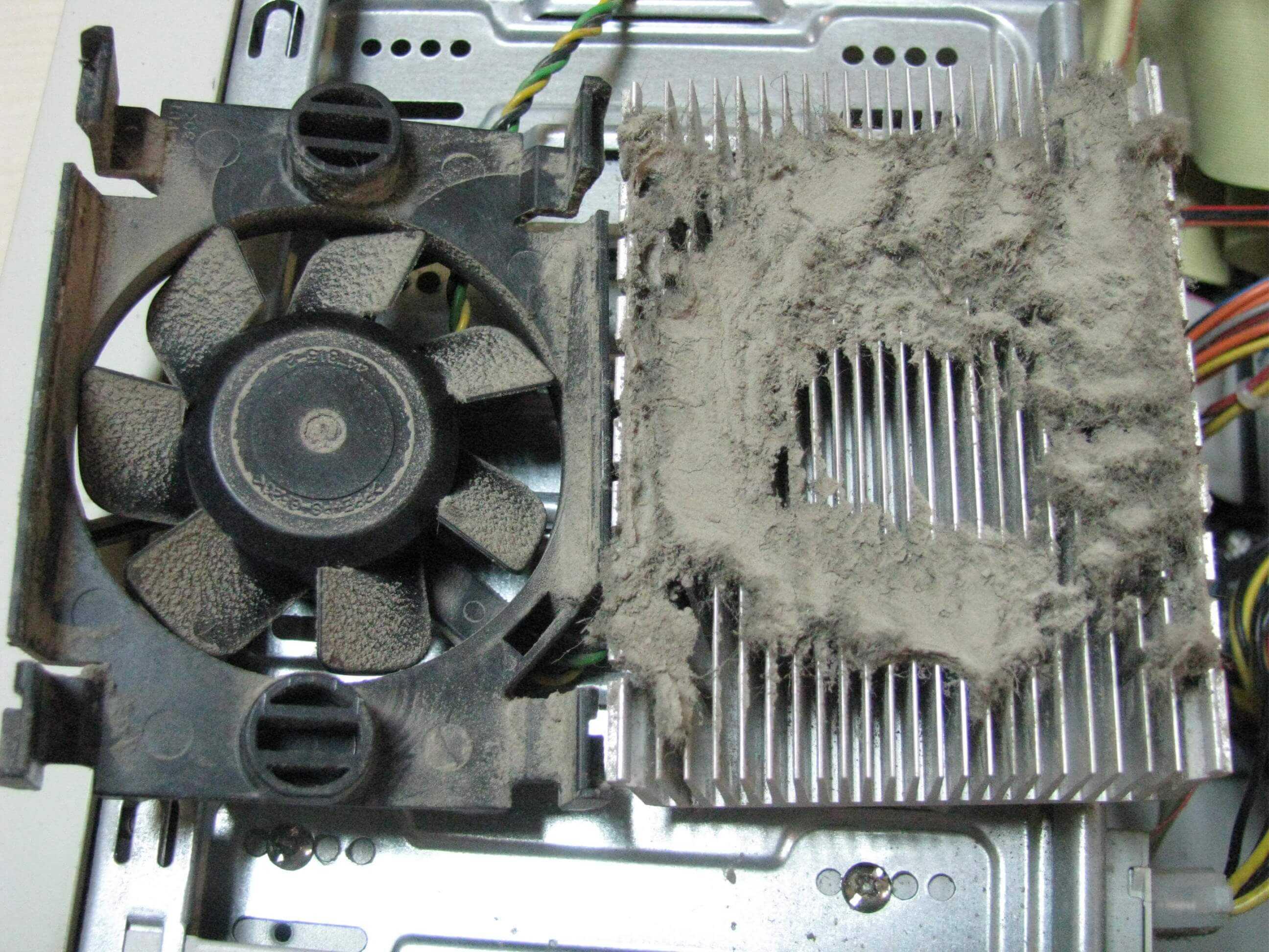 Как самому почистить кулер ноутбука от пыли и обезопасить устройство от перегрева Продувайте ноутбук от пыли и он снова будет хорошо работать не перегриваясь
