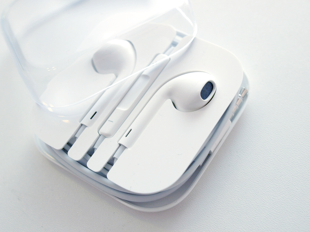Нужны ли apple airpods меломану?