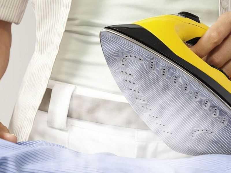 Как почистить керамический утюг от пригоревшей ткани и нагара