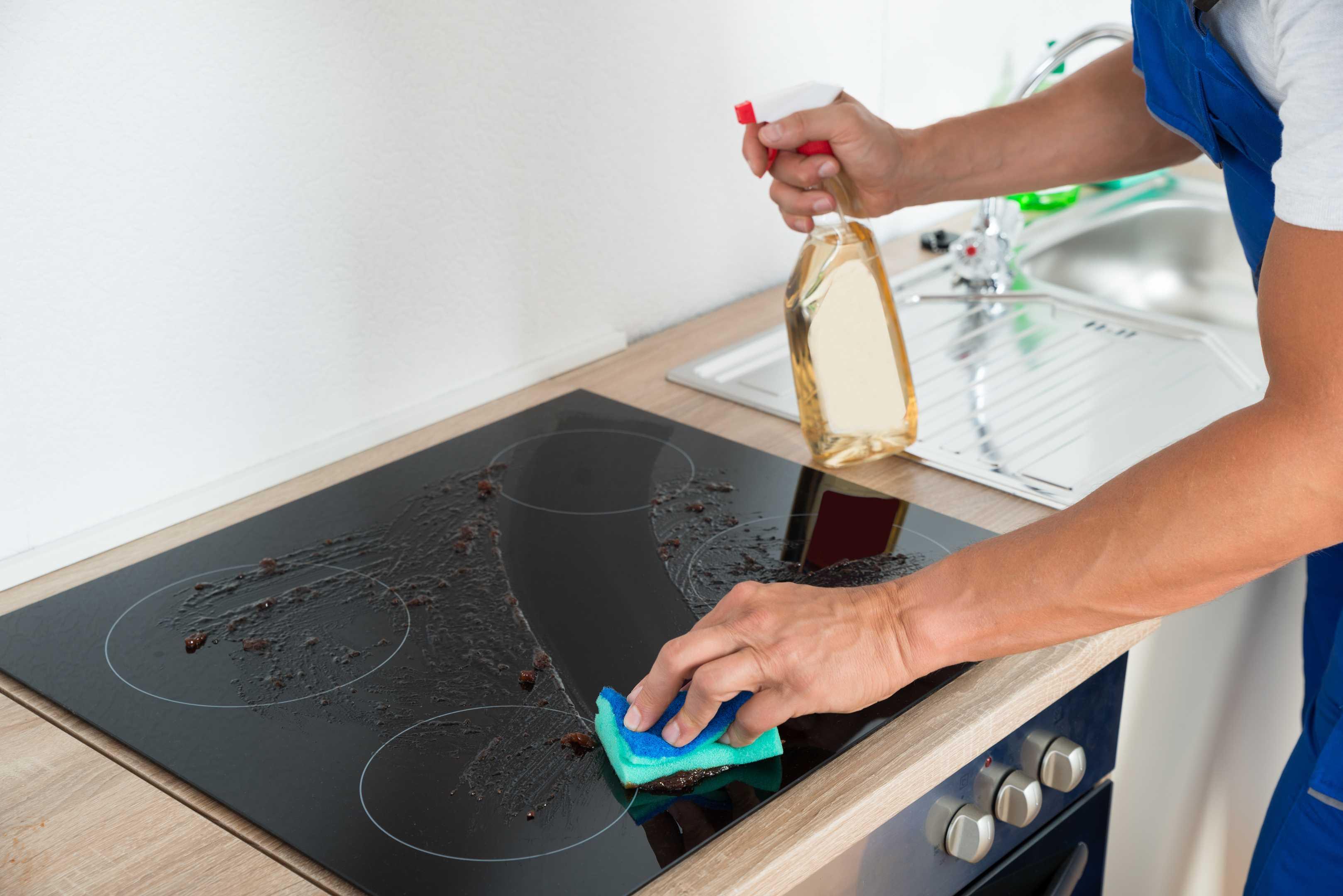 Самые эффективные способы которые помогут очистить стеклокерамическую поверхность плиты от жира и нагара в домашних условиях Лучшие народные средства в борьбе с застарелыми загрязнениями для варочной поверхности из стеклокерамики