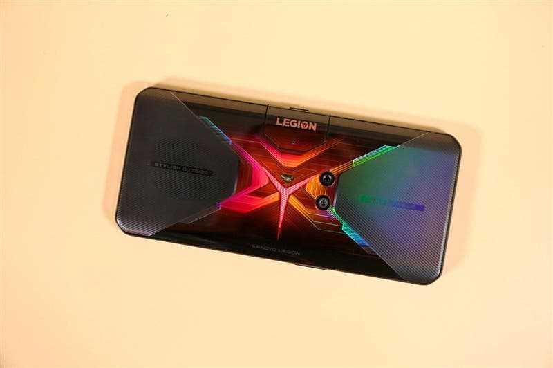 Прошел практически год спустя публикации первых утечек информации о намерении компании Lenovo представить новый игровой смартфон с названием Legion Наконец-то