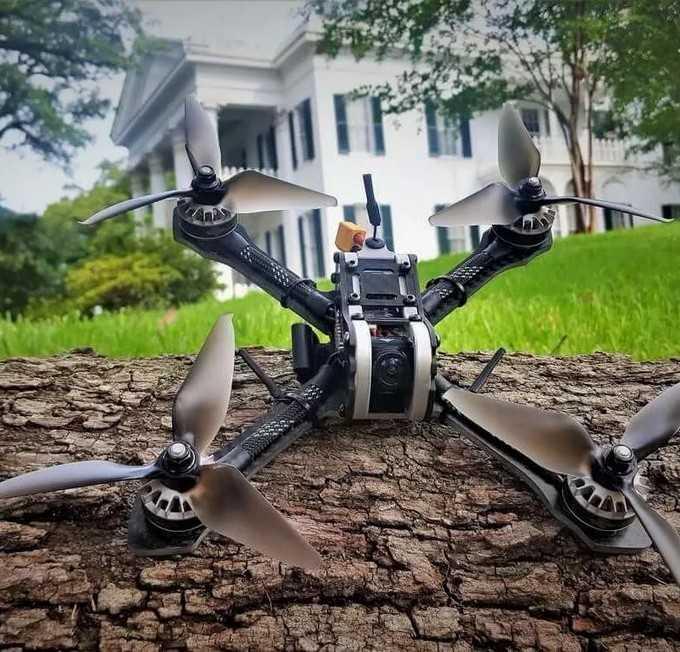 Квадрокоптер для видеосъёмки: как выбрать дрон с камерой