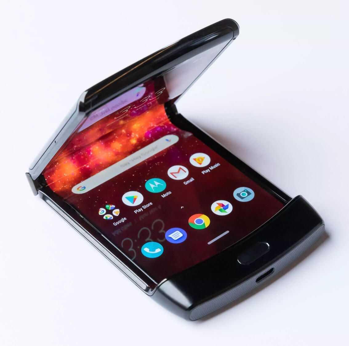 Lenovo выдала видеоролик со складным смартфоном motorola razr 2019 за свой ► последние новости