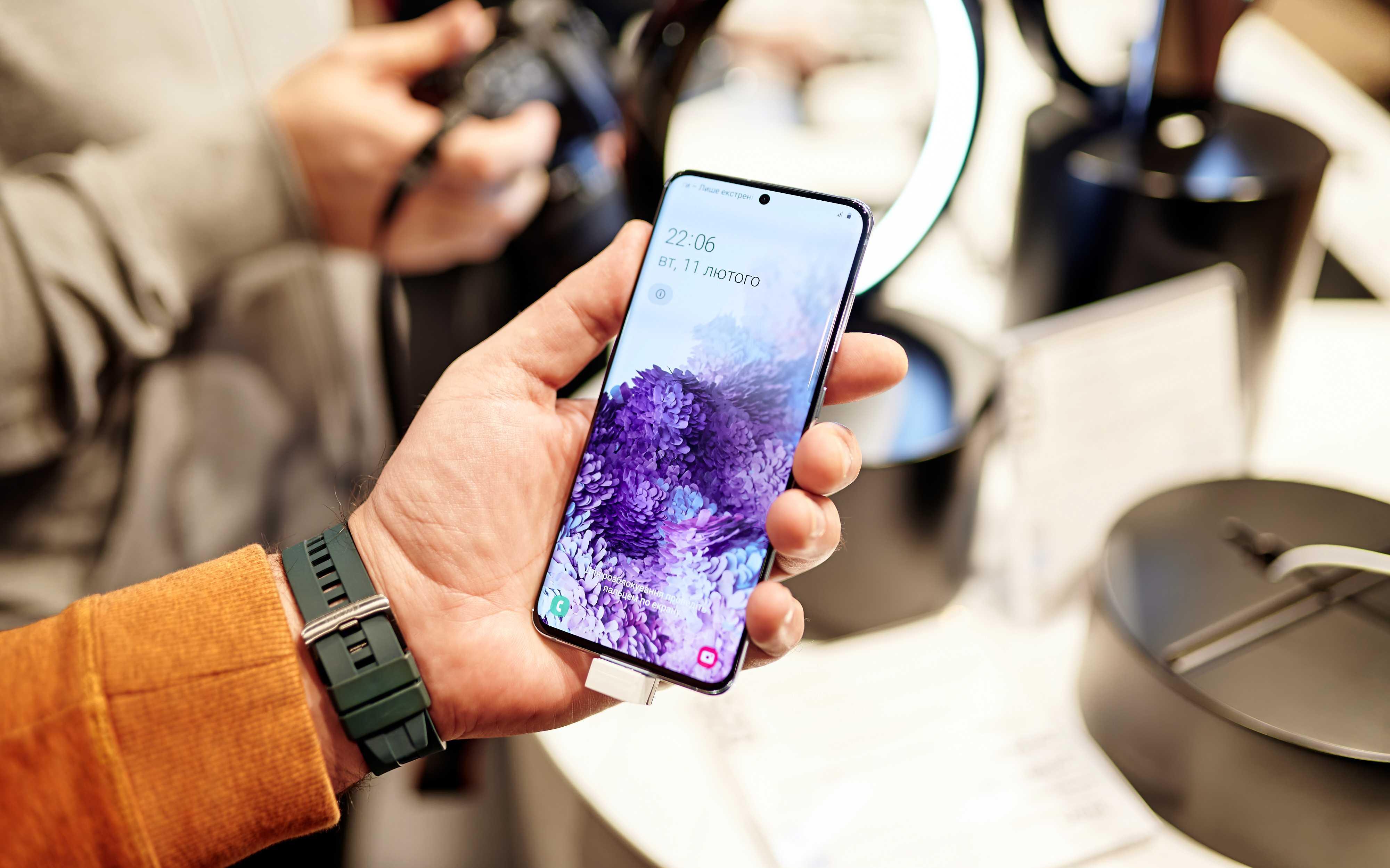 В россии начались продажи суперфлагманских смартфонов и премиальных планшетов samsung. видео