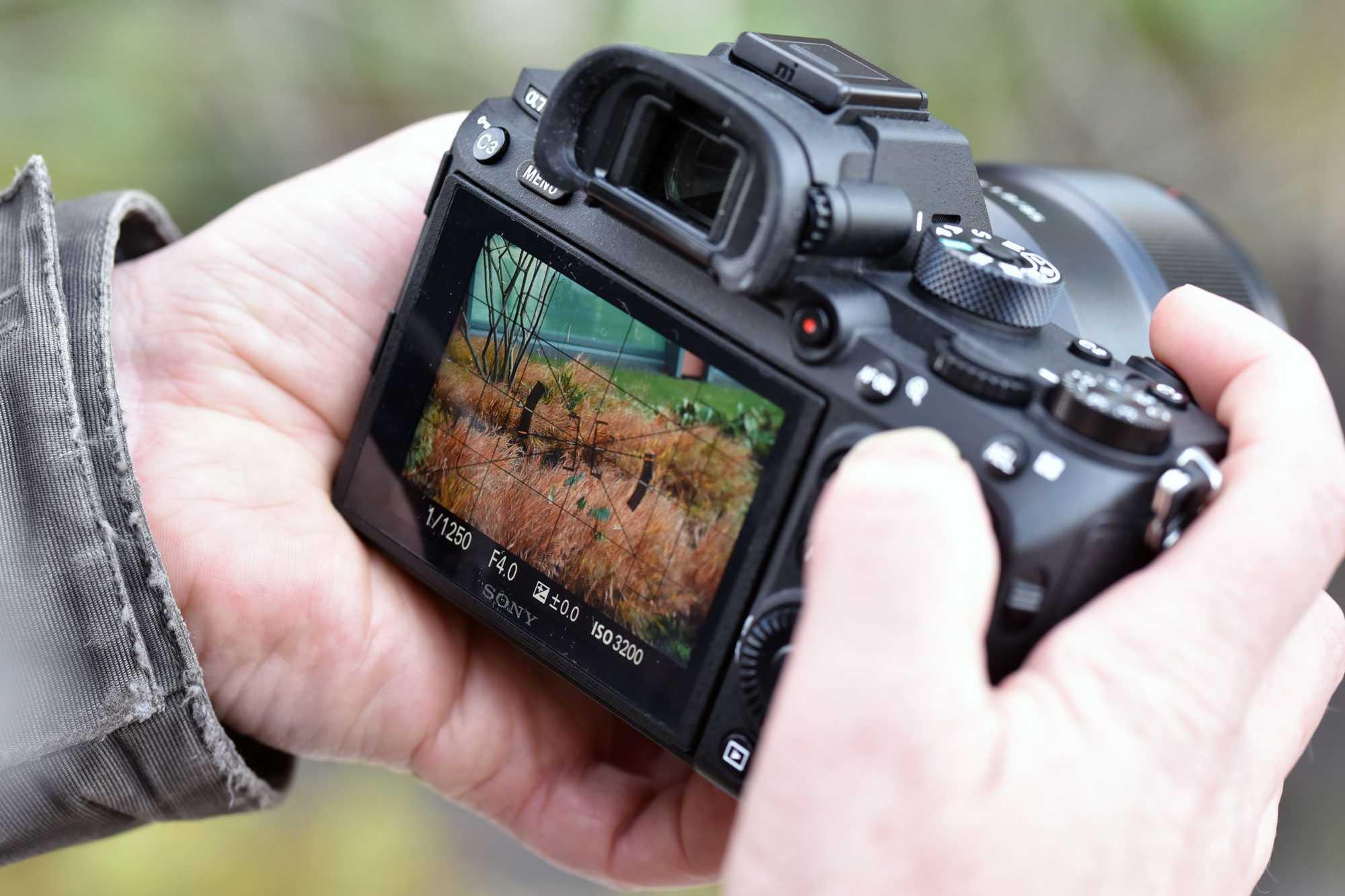 Компания Sony наконец-то анонсировала долгожданную прошивку для камеры A7 III и A7R III В результате удалось усовершенствовать качество автофокусировки а также
