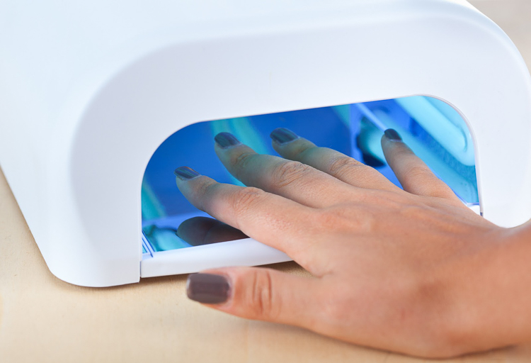 Как выбрать и приобрести лампу для сушки гелевого маникюра
