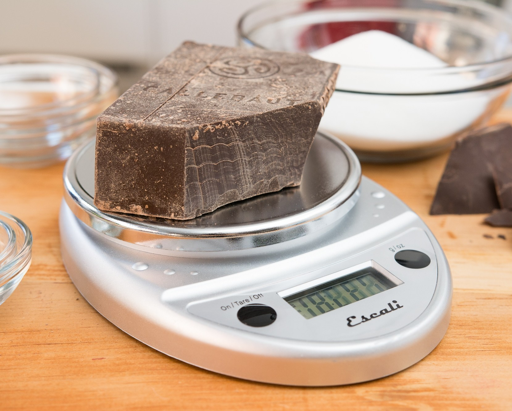 Прочитайте в статье информацию на счет выбора кухонных весов которые продаются на рынке и доступны к покупке с любым бюджетом