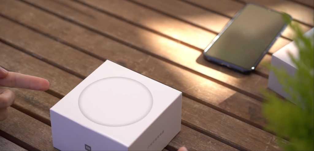 Не секрет что первая партия Xiaomi Mi 9 была разработана всего за несколько минут после старта продаж смартфона В результате китайский бренд был вынужден сообщиться о