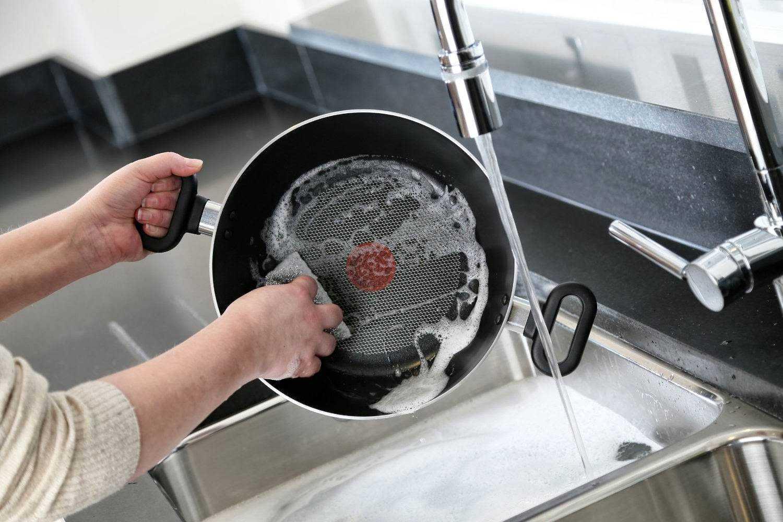 Как почистить мультиварку: чем мыть внутри и снаружи