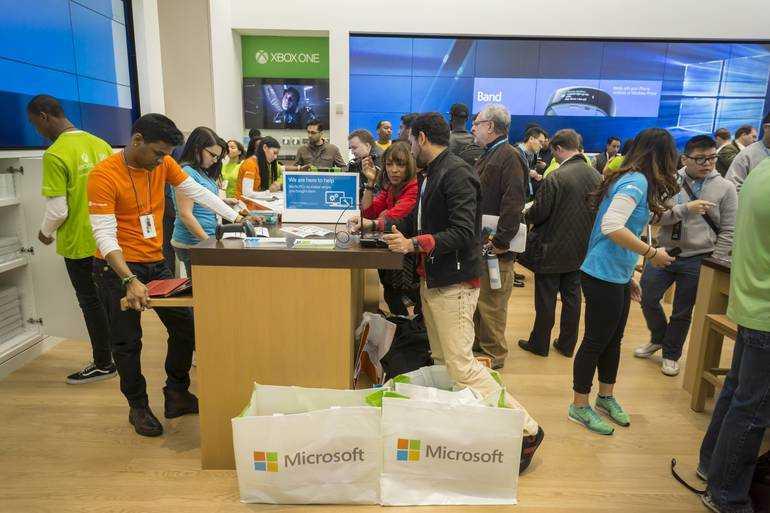 Компания Microsoft тоже решила не оставаться в стороне и подключилась к гонке по производству высококачественных гарнитур В сети появились сведения о том что