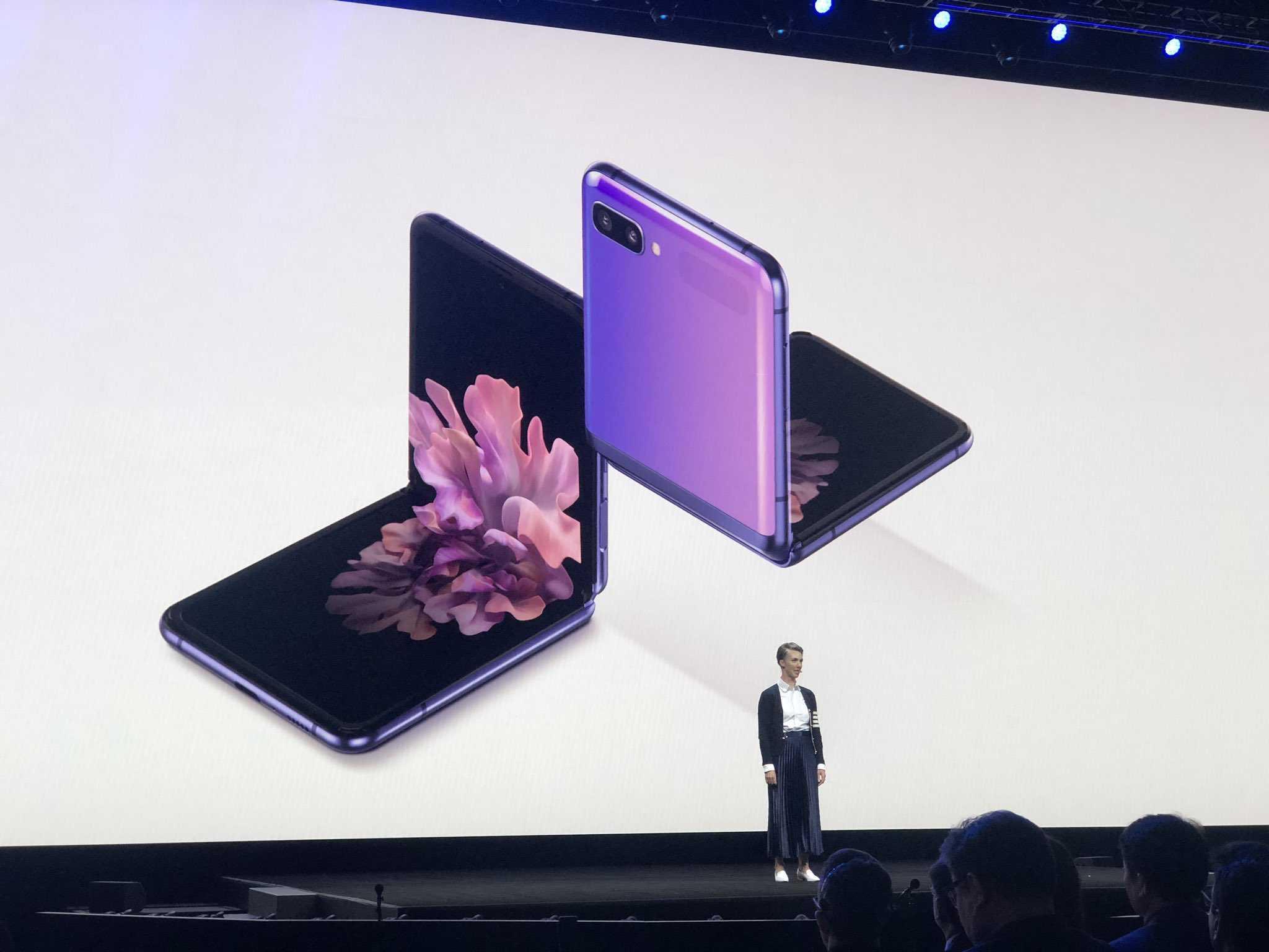 Samsung galaxy z fold2 представлен официально! первые впечатления после премьеры