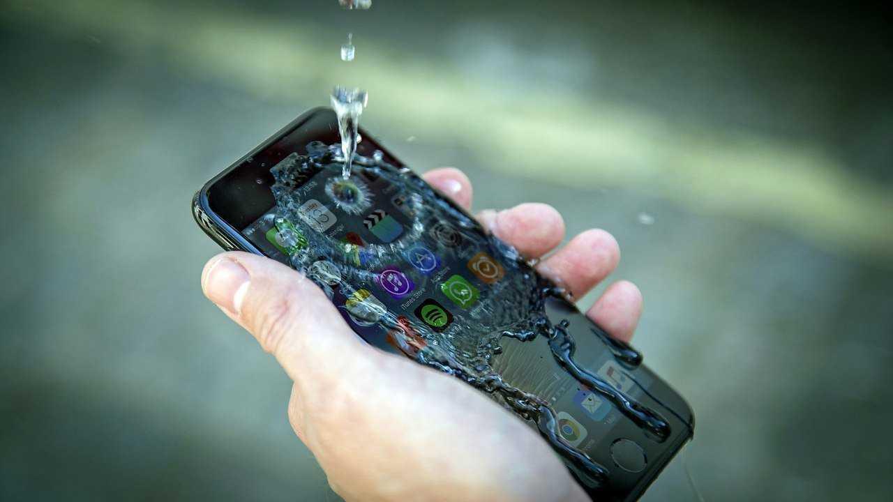 Было время когда Fairphone 2 считался самым ремонтопригодным телефоном на планете Во всяком случае по мнению iFixit Эксперты отдали ему 10 баллов из 10 возможных по