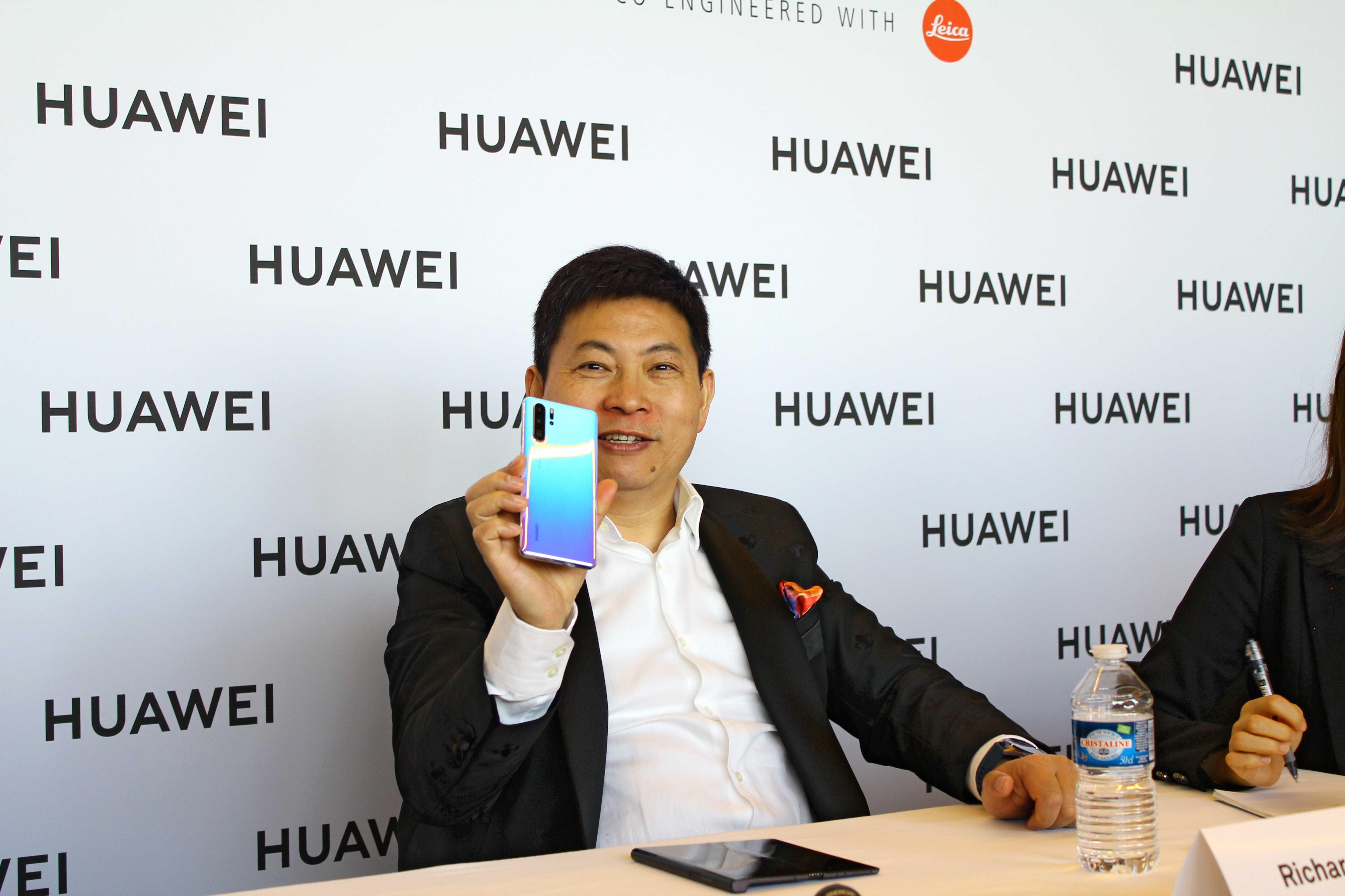 Трамп «помиловал» huawei. компании дали временный допуск к американским технологиям