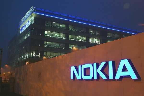 В сети появились фотографии неизвестного смартфона от компании Nokia В настоящее время новинка известна под кодовым названием «Сорвиголова»