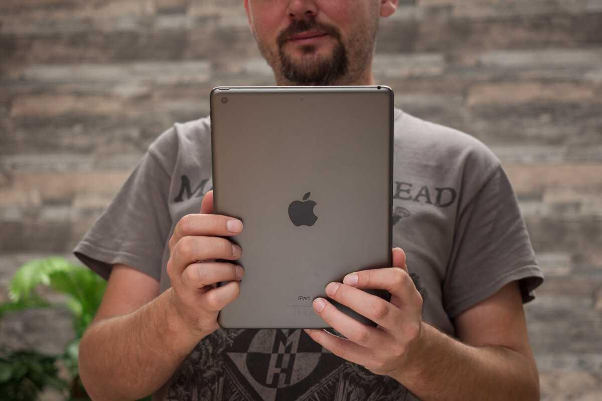 Бен Гескин успевший порадовать пользователей многочисленными концепт-артами различных девайсов вновь поделился необычным фото для флагманского планшета iPad Pro 2021